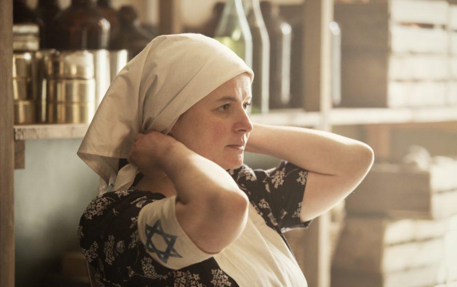 25  Actor Jowita Budnik Portrays Rachel Auerbach In Soup Kitchen  Photo Credit  Anna Wloch